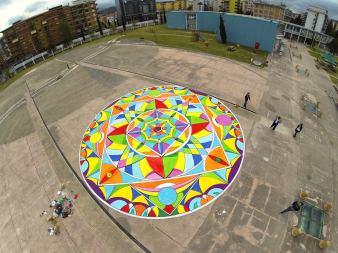 Il Mandala disegnato da Gianluca Salamone e i bambini che hanno partecipato al B-Book