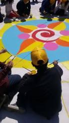 I bambini disegnano nella piazza della Città dei Ragazzi