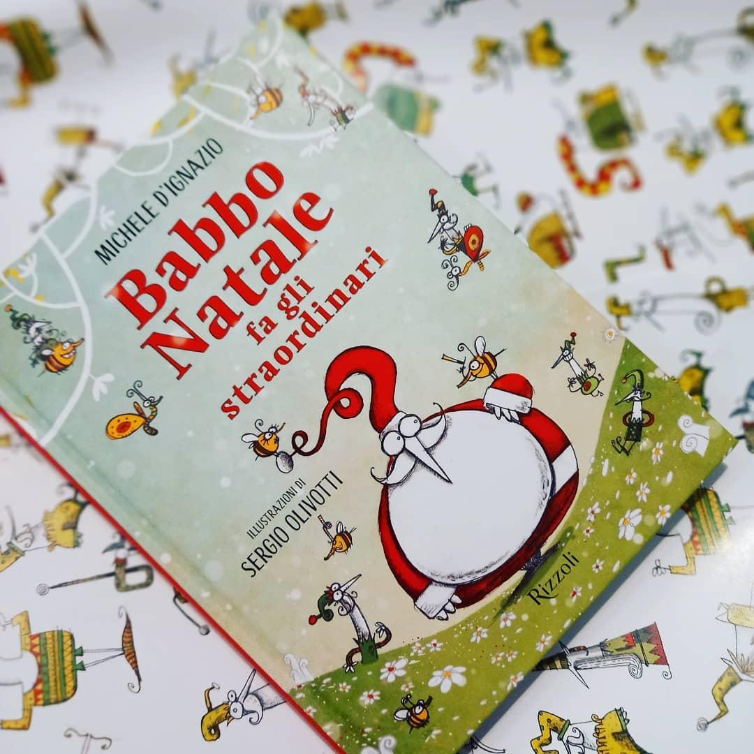 Babbo Natale fa gli straordinari (carta regalo)